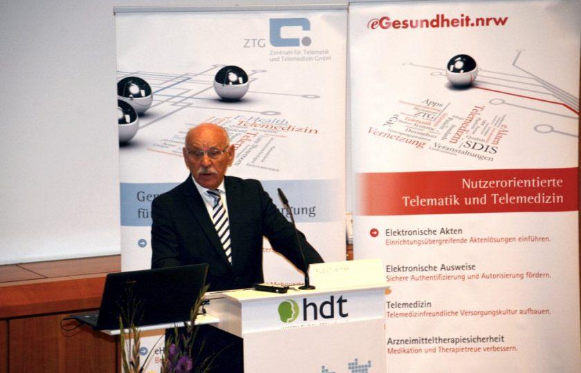 Rudolf Jelinek, 1. Bürgermeister der Stadt Essen, begrüßt die Teilnehmer des eHealth.NRW Fachkongresses 2017.