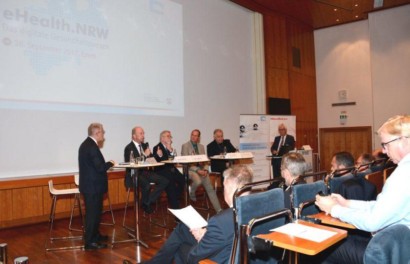 In der daran anschließenden Runde sprechen die Diskussionsteilnehmer über  Anwendungen der TI und deren Relevanz für den Versorgungsalltag.