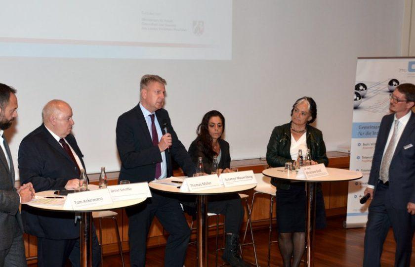 Die abschließende Diskussionsrunde debattiert über sektorübergreifenden Datenaustausch durch die TI.