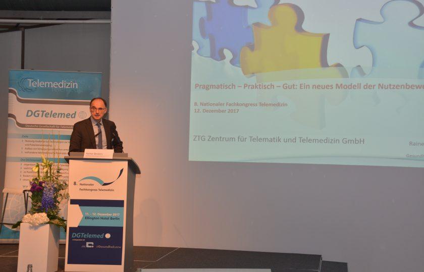 Rainer Beckers,  Vorstandsmitglied der DGTelemed und ZTG-Geschäftsführer (Geschäftsbereich Telemedizin) stellt ein neues Modell für die Nutzenbewertung telemedizinischer Verfahren vor.