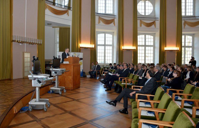 Univ.-Prof. Dr. med. Gernot Marx führte durch die Veranstaltung. (Foto: ZTG)
