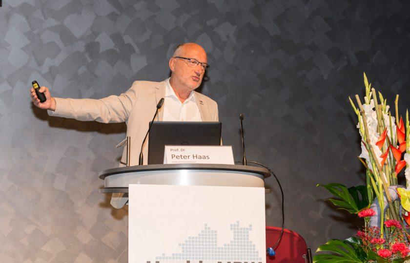 Prof. Dr. Peter Haas, Fachhochschule Dortmund, gibt einen Überblick über die aktuelle Situation der Einführund elektronischer Patientenakten in Deutschland.