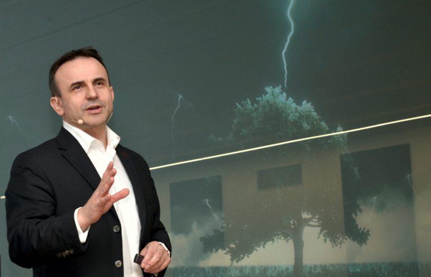 """Dr. Pero Mićić, Experte für Zukunftsmanagement und Vorstand der FutureManagementGroup AG, referierte zur Frage: """"Wie wollen wir in Zukunft leben?"""""""