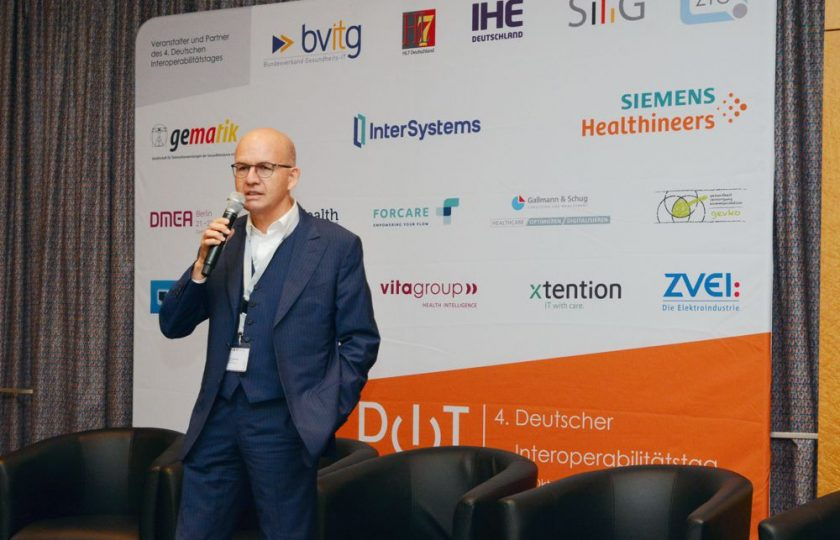 Dr. Hans Unterhuber, SBK Siemens Betriebskrankenkasse, referiert zu den gesetzlichen Regelungen für die elektronische Patientenakte (ePA).