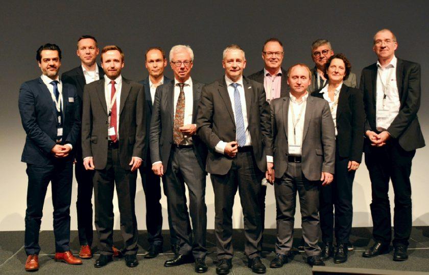 Die Bewerber des Telemedizinpreises 2018 kurz vor der Übergabe des Preises mit den DGTelemed-Vorstandsvorsitzenden Günter van Aalst und Prof. Dr. med. Gernot Marx FRCA (beide Mitte)