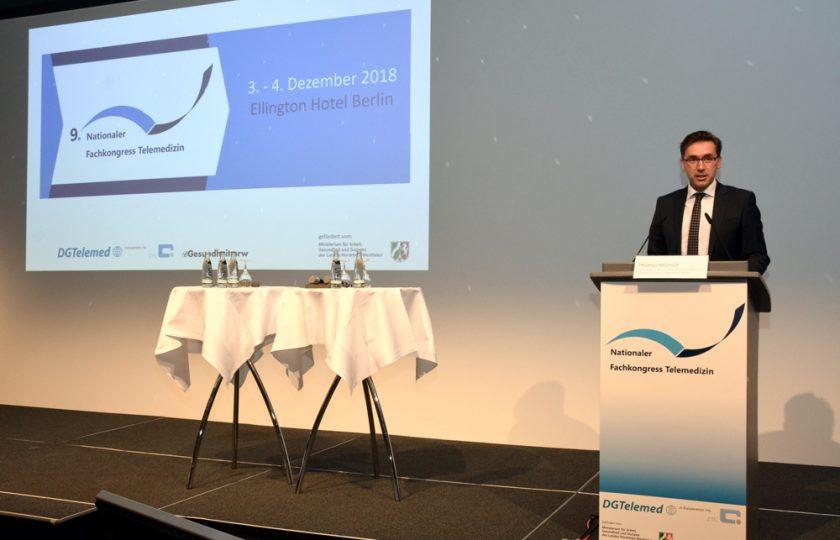 Thomas Wünsch, Staatssekretär im Ministerium für Wirtschaft, Wissenschaft und Digitalisierung des Landes Sachsen-Anhalt, eröffnet mit seiner Rede den zweiten Kongresstag.