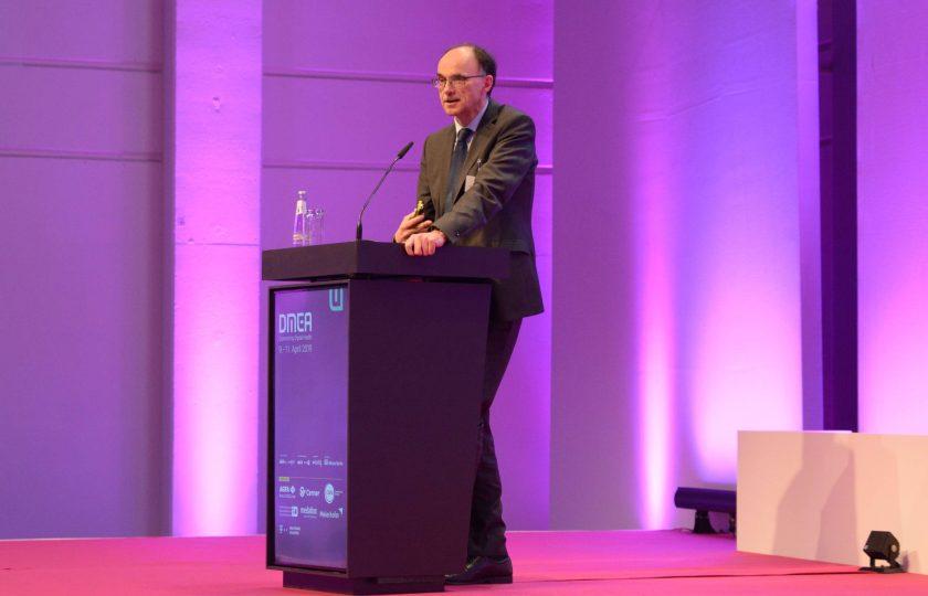 ZTG-Geschäftsführer Rainer Beckers bei seinem Kurzvortrag während der DGTelemed-Session auf der DMEA.
