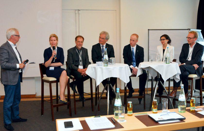 V.l.n.r.: Günter van Aalst, DGTelemed, Dr. Karin Overlack, HDZ NRW, Prof. Dr. med. Thomas H. Ittel, RWTH Aachen, Christian Flügel-Bleienheuft, GKS e. V. , Dr. med. Thomas Müller, Rhön-Klinikum AG, Dr. med. Krisztina Schmitz-Grosz, Medgate, Dirk Ruiss, vdek.