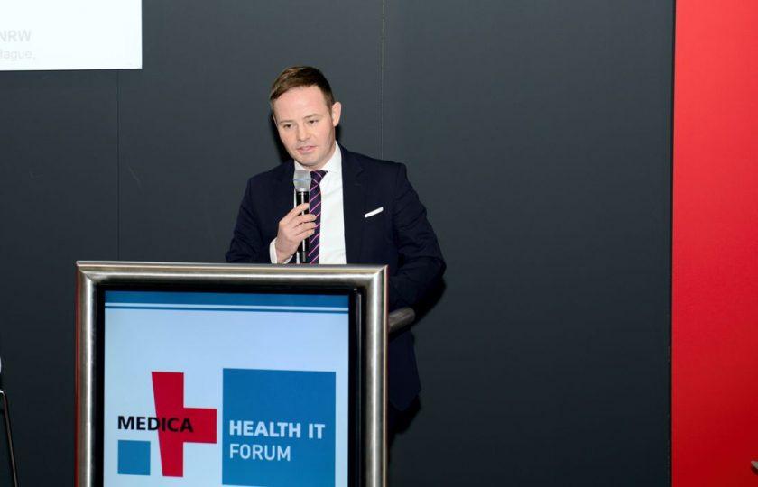 Lars Andre Ehm, Gruppenleiter Gesundheitsversorgung, Prävention, Digitalisierung im Gesundheitswesen im Ministerium für Arbeit, Gesundheit und Soziales des Landes Nordrhein-Westfalen, eröffnete am 20.11. das HEALTH IT FORUM auf der MEDICA. (Foto: ZTG/P. Lippsmeier)