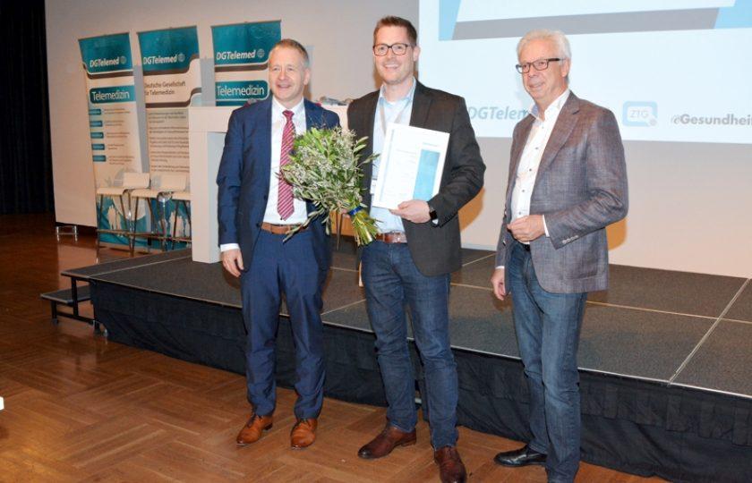 """In diesem Jahr ging der erste Platz an das Projekt """"APPLAUS für junge Erwachsene"""", eine App-gestützte Therapie für die langfristige Umsetzung schmerztherapeutischer Strategien für junge Erwachsene, präsentiert von Daniel Zenz (smart-Q Softwaresysteme GmbH)."""